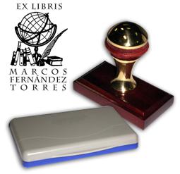 Ex Libris Modelo 24 - Ex Libris modelo 24 , incluye el mango de madera caoba y latón pulido, tamaño 62 x 38 mm, almohadilla y bolsa limosnera.