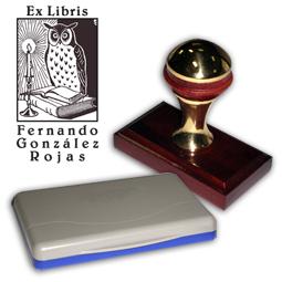 Ex Libris Modelo 42 - Ex Libris modelo 42 , incluye el mango de madera caoba y latón pulido, tamaño 62 x 38 mm, almohadilla y bolsa limosnera.