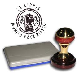 Ex Libris Modelo 44 - Ex Libris modelo 44 , incluye el mango de madera caoba y latón pulido, tamaño 40 mm de diametro, almohadilla y bolsa limosnera.