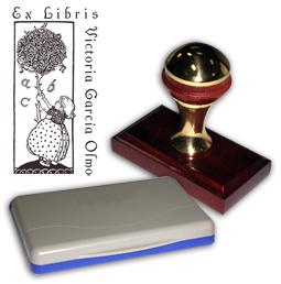 Ex Libris Modelo 46 - Ex Libris modelo 46 , incluye el mango de madera caoba y latón pulido, tamaño 62 x 38 mm, almohadilla y bolsa limosnera.