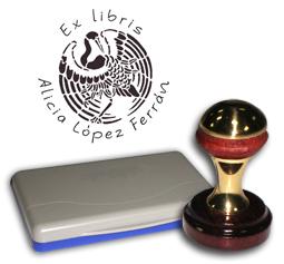 Ex Libris Modelo 47 - Ex Libris modelo 47 , incluye el mango de madera caoba y latón pulido, tamaño 40 mm de diametro, almohadilla y bolsa limosnera.