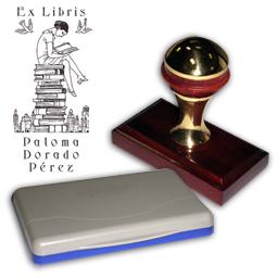 Ex Libris Modelo 48 - Ex Libris modelo 48 , incluye el mango de madera caoba y latón pulido, tamaño 62 x 38 mm, almohadilla y bolsa limosnera.