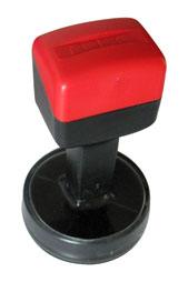 Sellos de Caucho 42 mm Redondo - Sello de Caucho montura de plástico - Superficie de impresión: 42 mm Redondo, máximo 5 líneas. PLAZO DE RECOGIDA: Madrid 2 Horas - PLAZO DE ENTREGA: Península 24 Horas. Si quiere añadir un logotipo sólo lo subirá al sistema, pero no podra visualizarlo. Si lo desea nosotros se lo diseñamos y le mandamos un PDF de prueba.